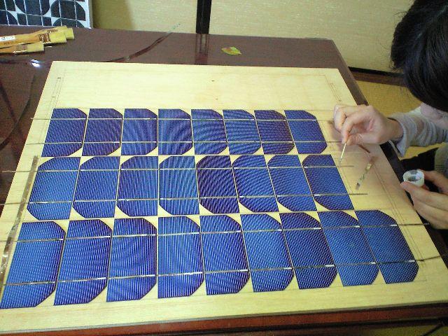ソーラーパネル制作中