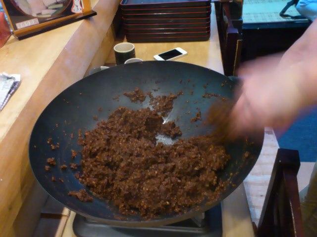 @一兆米。麻の実入り鉄火味噌作り。