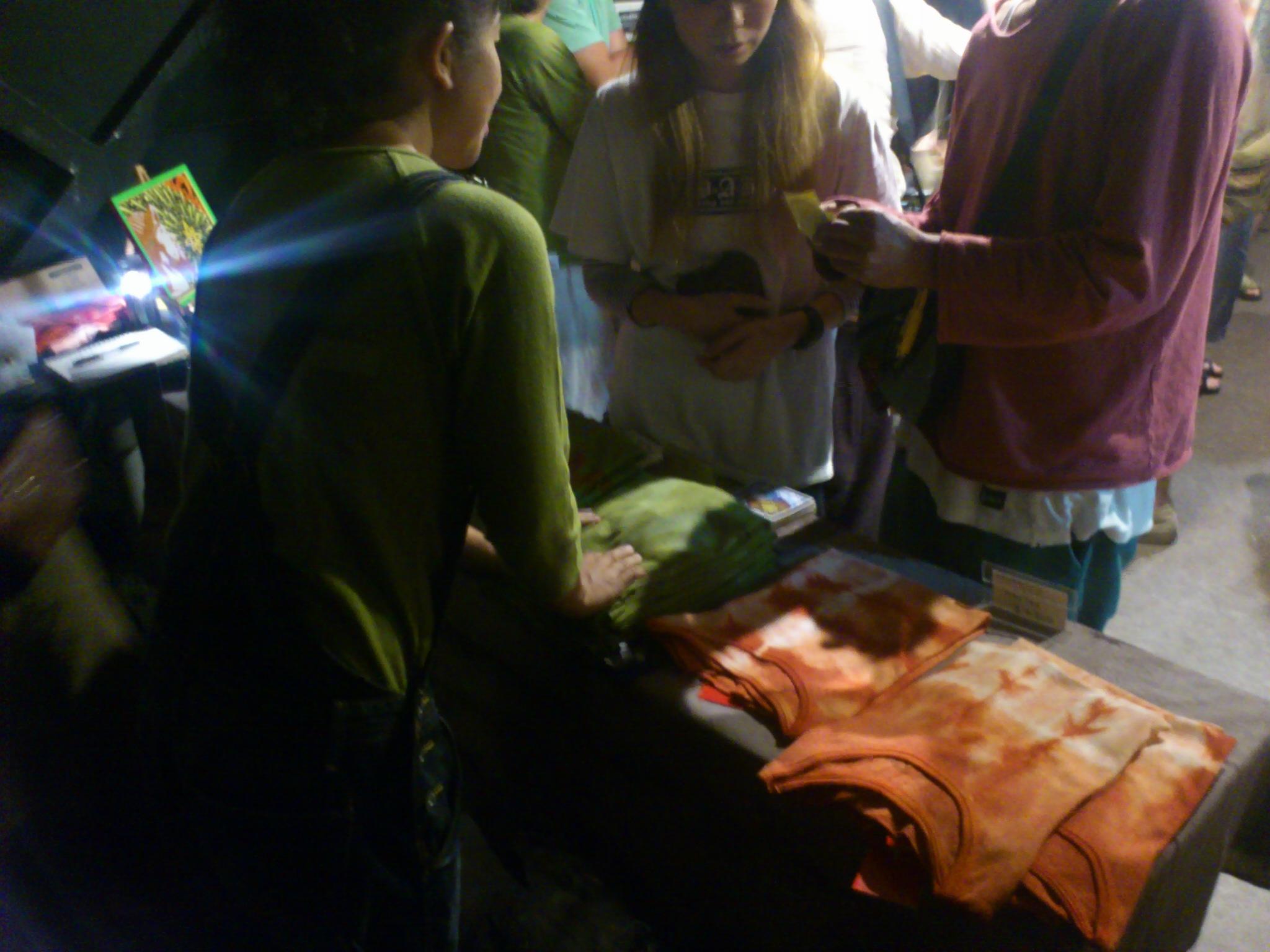 三宅商店@いわきクラブソニック三宅洋平選挙フェス。愛するTシャツ達も無事たどり着いていました。旅は続く