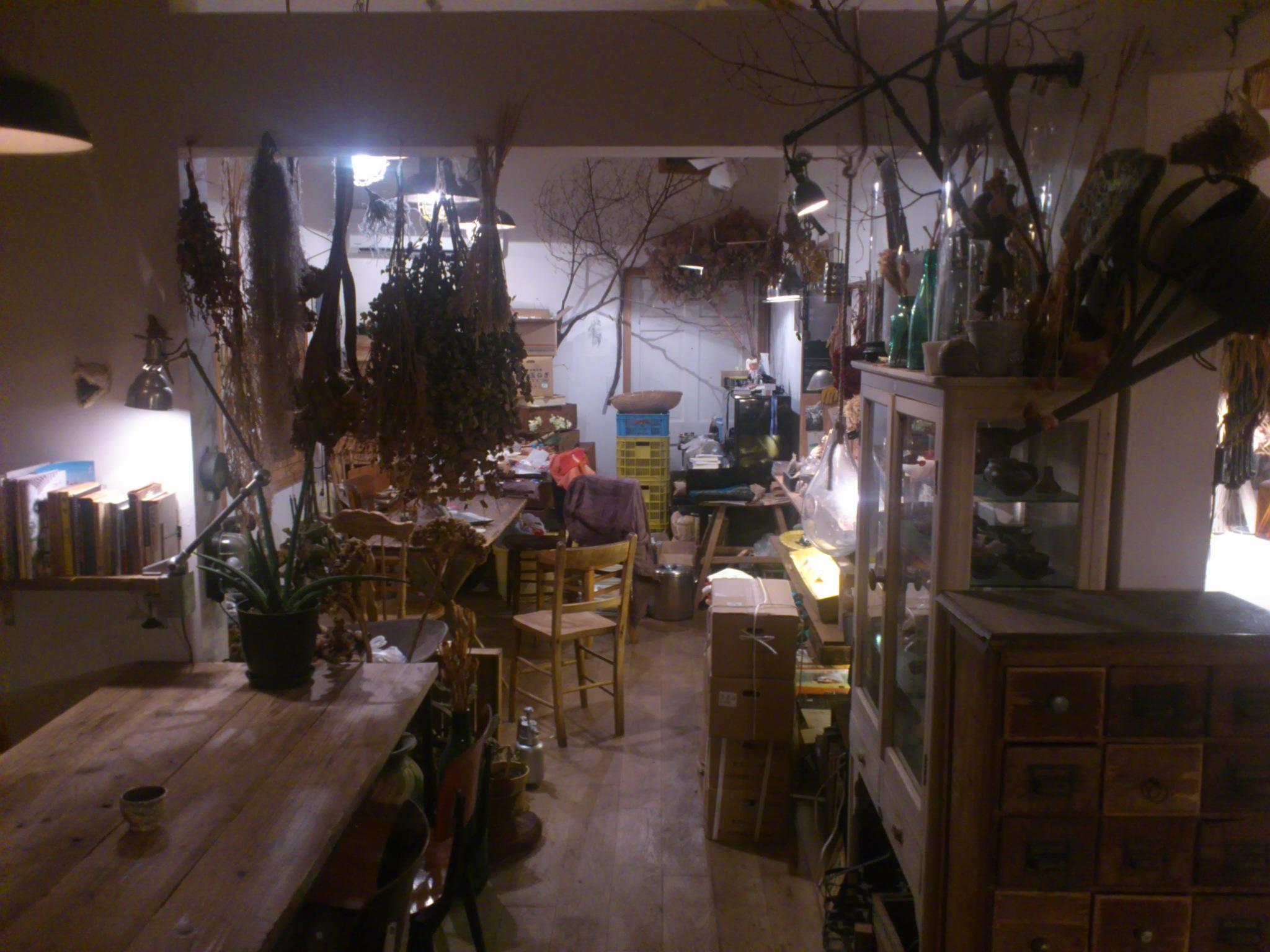 @静岡。「日々の食卓と暮らしRama」にて深夜の服飾コラボレート会議中。化学反応の結実をお楽しみに♪