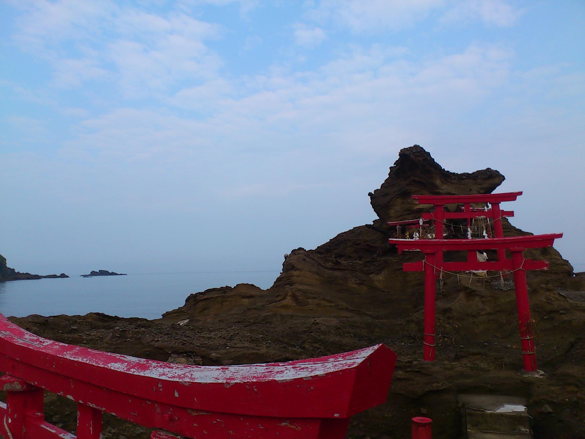 新潟笠島弁財天。此方の海水を戴き明日から会津で塩炊き。一度途切れた塩の道。繋ぎ直し結び直し。