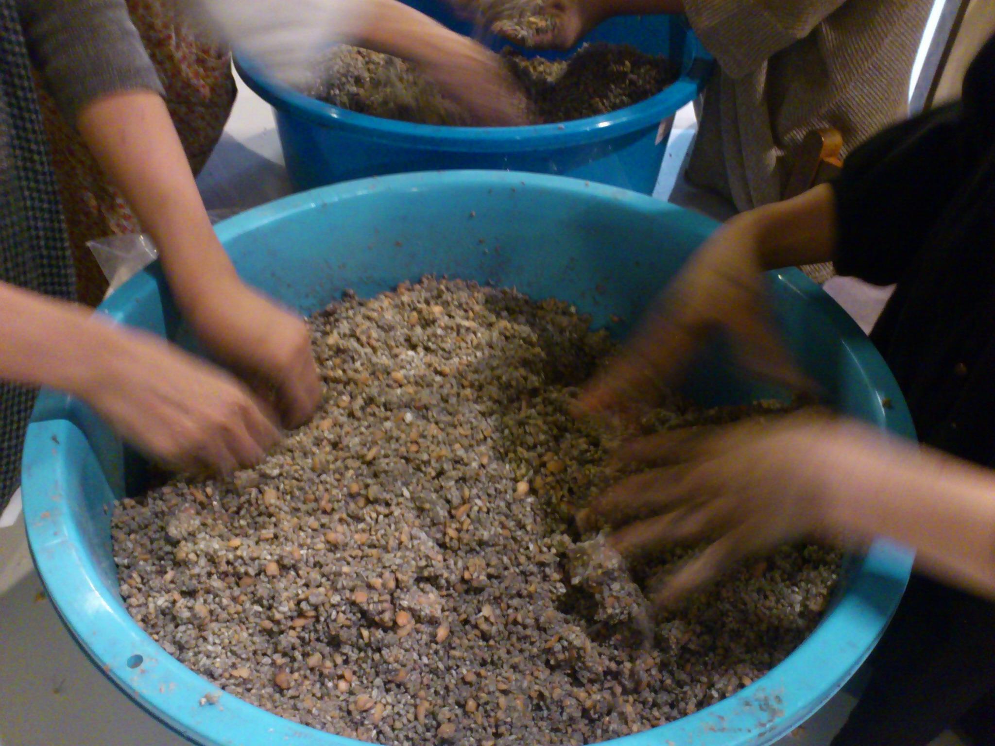 @冨貴工房。会津と沖縄で炊いた塩と平戸の塩、ヨーチとこの大豆、井上糀、麻炭、EM菌と皆の常在菌コラボ◎