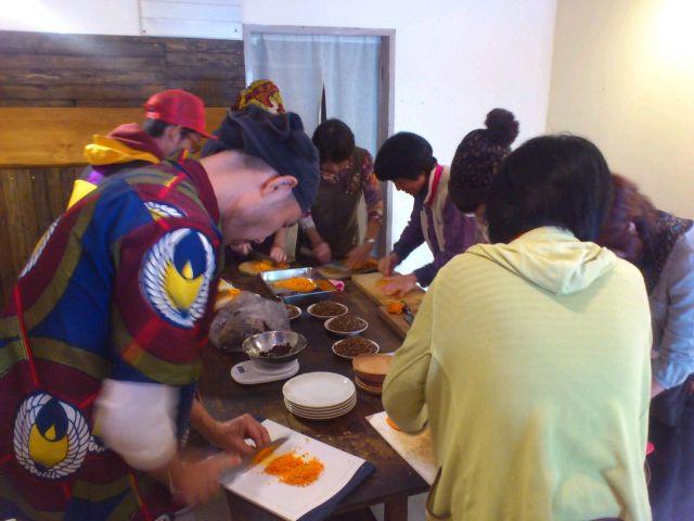 麻炭&麻の実入り鉄火味噌作り@弥五郎ドーナツ。ドーナツ屋で手仕事。今はそういう時代◎そういうエイジ。