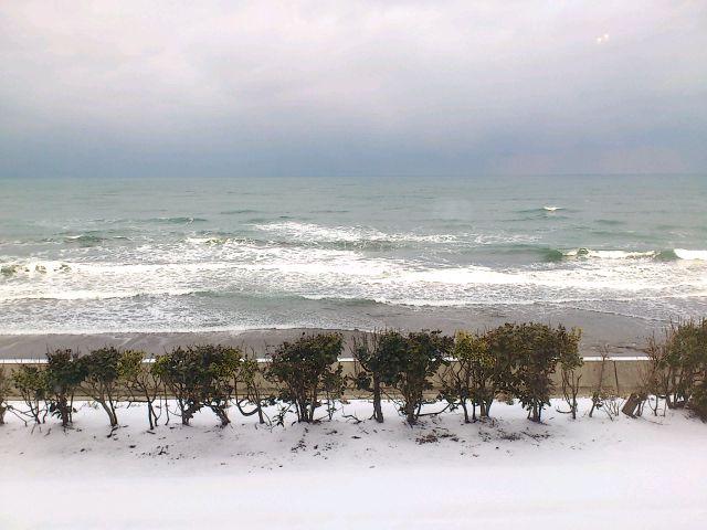 新潟県柏崎の海に着きました。今日から九日間、暦、食養、鉄火味噌作り、NVCをテーマにワークします◎