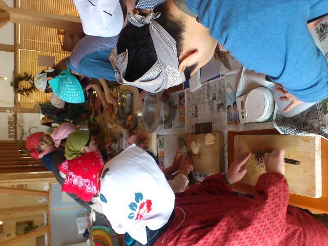 柏崎のカフェDONAで鉄火味噌作り。補腎と放射能対策の話をしつつ。皆でサバイブするスキルを共有。
