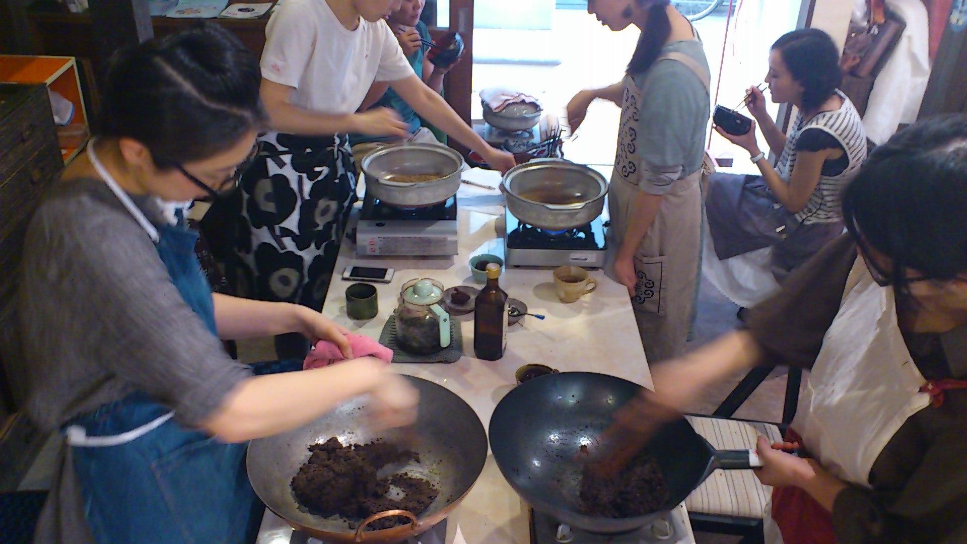 もみ付き黒炒り玄米と鉄火味噌作り@冨貴工房